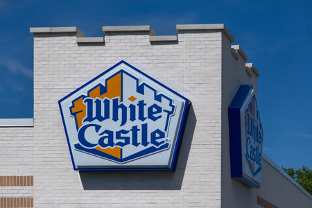 BLOOMINGTON, MN/USA - JUNE 21, 2014: White Castle restuarant exterior. White Castle is a fast food restaurant chain and generally credited as the first fast food chain in the United States. Stock Photo - 34844845