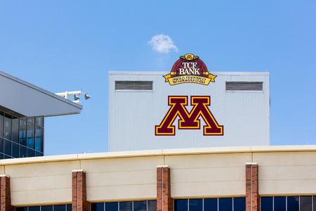 MINNEAPOLIS, MN  USA - 24 juni 2014: TCF Bank Stadium op de campus van de Universiteit van Minnesota. TCF Bank is een outdoor stadion en de thuisbasis van de Minnesota Golden Gophers voetbalteam. Redactioneel