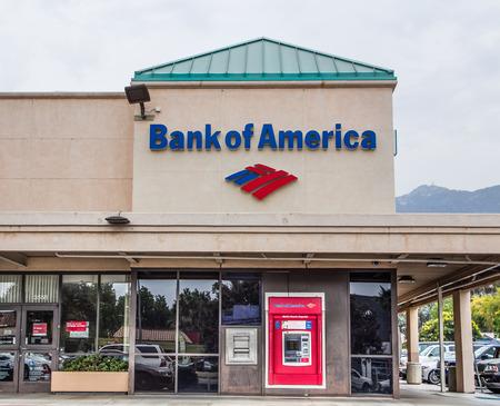 banco mundial: PASADENA, CA  EE.UU. - 02 de agosto 2014: Bank of America exterior. Bank of America es una sociedad an�nima bancaria multinacional y los servicios financieros de Am�rica con sede en Charlotte, Carolina del Norte.