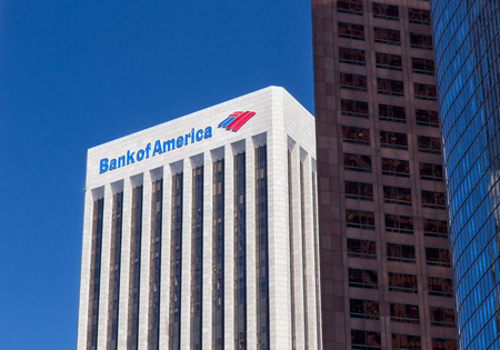 LOS ANGELES, CA  USA - 30 augustus 2014: Bank of America Center. Bank of America is een Amerikaanse multinational bancaire en financiële diensten onderneming met hoofdzetel in Charlotte, North Carolina. Redactioneel