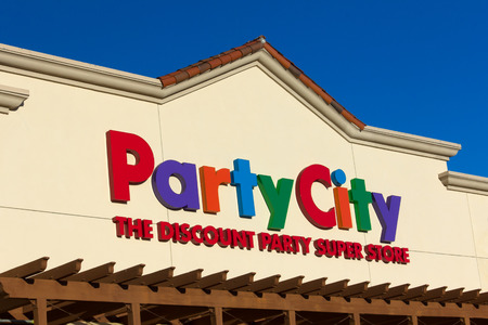 retail chain: SANTA CLARITA, CAUSA - SEPTEMBER 9, 2014: Party City Discount Super Store exterior. Party City is an American retail chain of party supply stores.