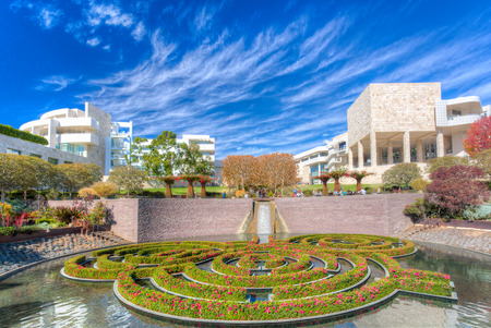LOS ANGELES, CA  USA - 9 november 2014: De Centrale Tuin aan de Getty Center. Het Getty Center is een campus van het Getty Museum en andere programma's van de Getty Trust.