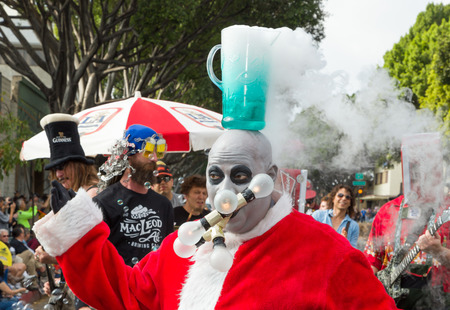 fester: PASADENA, CAUSA - NOVEMBER 15, 2014: Unidentified participants and merry-goers at the 37th annual Pasadena Doo Dah Parade. The Doo Dah Parade is a satirical parody of the Tournament of Roses parade.