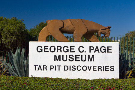 brea: LOS ANGELES, CAUSA - NOVEMBER 29, 2014: George C. Page Museum at Le Brea Tar Pits. La Brea Tar Pits and Hancock Park are in urban Los Angeles in the Miracle Mile district. Editorial