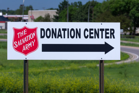 BLOOMINGTON, MN/USA - JUNE 21, 2014:  Salvation Army donation center sign. The Salvation Army is a nonprofit organization that provides job training programs for people with disabilities. Redactioneel