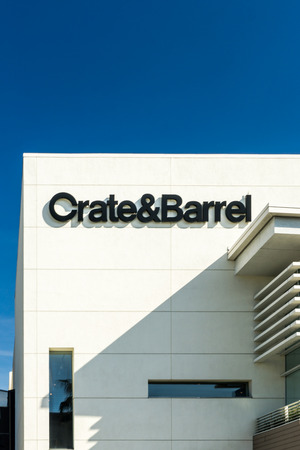 opulence: BEVERLY HILLS, CAUSA - JANUARY 3, 2015: Crate and Barrel retail store exterior. Crate and Barrel is an American chain of retail stores specializing in housewares, furniture and home accessories. Editorial