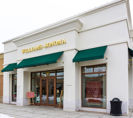 housewares: MAPLE GROVE, MNUSA - JANUARY 16, 2015: Williams Sonoma retail store. Williams-Sonoma, Inc. is an American consumer retail company that sells kitchenwares, furniture and linens. housewares and home furnishings.
