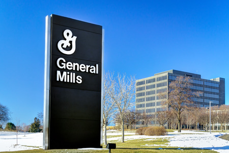 GOLDEN VALLEY, MN/USA - JANUARY 18, 2015: General Mills corporate headquarters and sign. General Mills, Inc. is an American multinational Fortune 500 corporation food products conglomerate. 報道画像