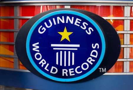 HOLLYWOOD, CA/USA - APRIL 18, 2015: Guiness Museum logo and marquee. The Guinness Museum is an attraction on the Hollywood Walk of Fame. Redactioneel