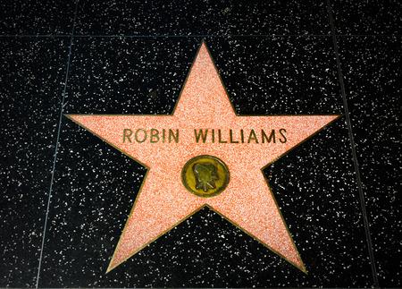 헐리우드, 캘리포니아  미국 -2008 년 4 월 18 일 : 로빈 윌리엄스 스타 할리우드 명예의 전당에. 할리우드 명예의 전당 (Hollywood Walk of Fame)은 Hollywo