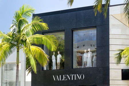 beverly hills: BEVERLY HILLS, CAUSA - MAY 10, 2015: Valentino Retail store on Rodeo Drive. Valentio is part of the Valentino Fashion Group.