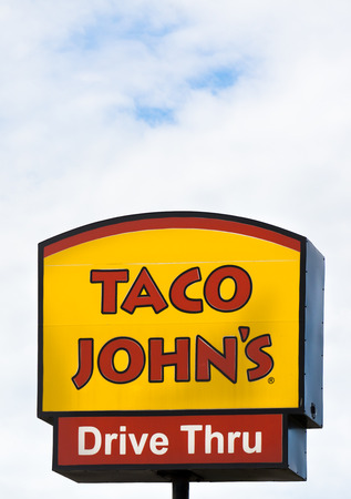 cuisine entertainment: GRINNELL, IAUSA - AUGUST 8, 2015: Taco Johns exterior and sign. Taco Johns is fast-food restaurant featuring Mexican-inspired fast-food. Editorial