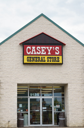 general store: GRINNELL, IAUSA - AUGUST 8, 2015: Caseys General Store exterior and sign. Caseys General Stores, Inc., is a chain of convenience stores in the United States.