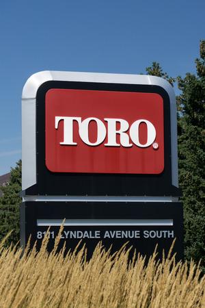 ブルーミントン、ミネソタ州アメリカ合衆国 - 2015 年 8 月 12 日: トロ会社世界本部。トロは、芝刈りと雪の除去処理装置のアメリカ メーカーです。