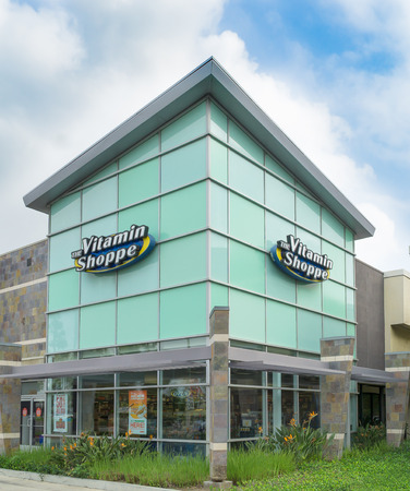 shoppe: COSTA MESA, CAUSA - OCTOBER 17, 2015: The Vitamin Shoppe retail store exterior. The Vitamin Shoppe is an American retailer of nutritional supplements. Editorial