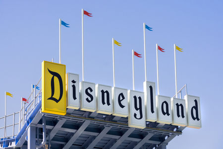 ANAHEIM, CAUSA - OCTOBER 10, 2015: Disneyland entrance sign. Disneyland Park, originally Disneyland, is the first of two theme parks built at the Disneyland Resort.