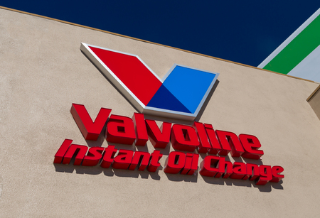 oil change: LOS ANGELES, CAUSA - November 11, 2015: Valvoline Instant Oil Change exterior and Logo. Valvoline Instant Oil Change provides automobile preventative maintenance.