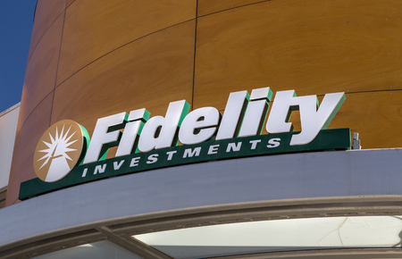 LOS ANGELES, CAUSA - November 11, 2015: Fidelity Investments exterior and logo. Fidelity Investments is an American multinational financial services corporation. Redakční