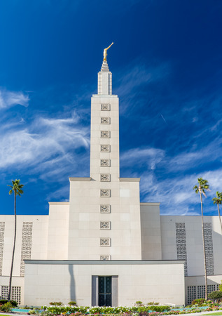 lds: SANTA MONICA, CAUSA - NOVEMBER 8, 2015: The Los Angeles California Temple. The temple is operated by The Church of Jesus Christ of Latter-day Saints. Editorial
