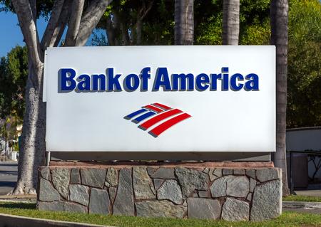 banco mundial: Monrovia, CA  EE.UU. - 22 de noviembre, 2015: Bank of America signo y logo. Bank of America es una corporación multinacional de servicios financieros de banca y americano.