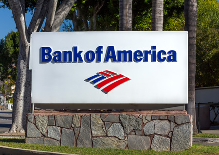 MONROVIA, CAUSA - NOVEMBER 22, 2015: Bank of America sign and logo. Bank of America is an American multinational banking and financial services corporation. Редакционное