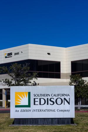 VALENCIA CA/USA - DECEMBER 26, 2015: Southern California Edison sign  . Southern California Edison is the primary electricity supplier for Southern California. 新聞圖片