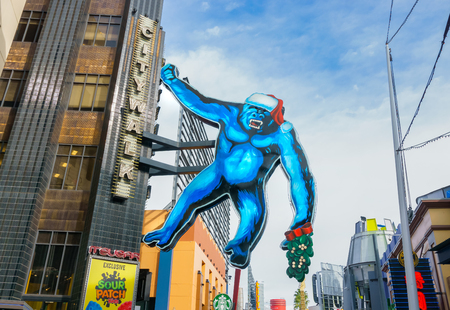 hollywood christmas: UNIVERSAL CITY, CAUSA DECEMBER 22, 2015: King Kong sculpture at Universal CityWalk. Univeral CityWalk is a shopping and dining venue at Univeral Studios. Editorial