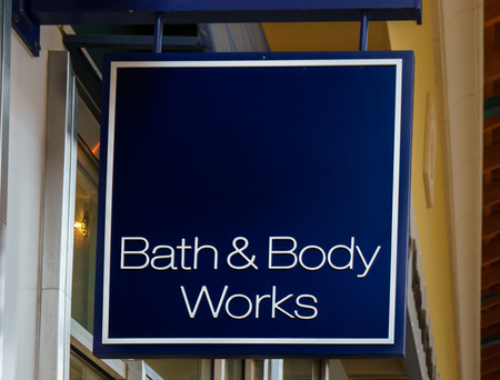 gels: SIMI VALLEY, CAUSA - JANUARY 23, 2016: Bath & Body Works exterior and sign. Bath and Body Works is a an American retail store chain.
