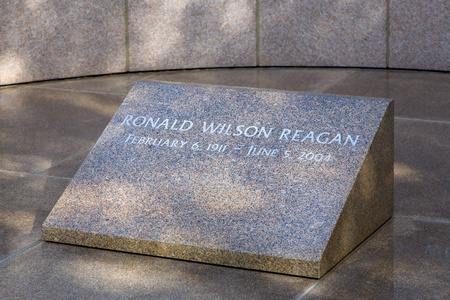 ronald reagan: SIMI VALLEY, CAUSA - JANUARY 23, 2016: Grave of Ronald Reagan at the Ronald Reagan Presidential Library and Museum.