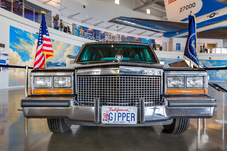 ronald reagan: SIMI VALLEY, CAUSA - JANUARY 23, 2016: Ronald Reagan presidential limosine the Ronald Reagan Presidential Library and Museum.