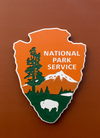 federal government: VENTURA, CAUSA - MARCH 4, 2016: United States National Park Service and emblem. The National Park Service (NPS) is an agency of the United States federal government.