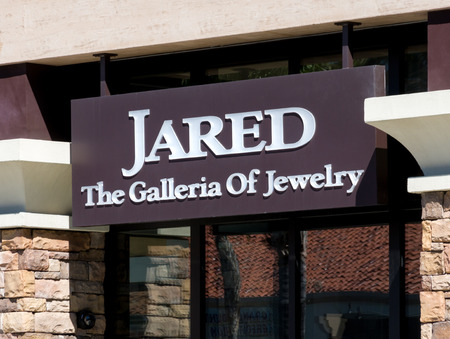 jewlery: MISSION VIEJO, CAUSA - APRIL 2, 2016: Jared jewelry store exterior and logo. Jared is a subsidiary ofSterling Jewelers, Inc. an American specialty jewelry company.