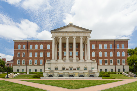 university fountain: DALLAS, TXUSA - MAY 21, 2016: Laura Lee Blanton Building and Cooper Centennial Fountain at Southern Methodist University, a private research university.