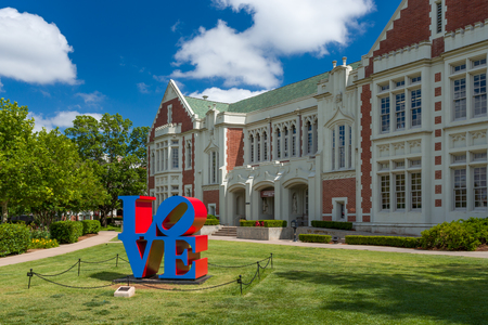 oklahoma: NORMAN, OKUSA - MAY 20, 2016:  Love Sculpture and Visitor Centeron the campus of the University of Oklahoma.