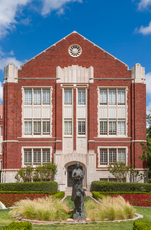 ou: NORMAN, OKUSA - MAY 20, 2016: Price College of Business on the campus of the University of Oklahoma.The University of Oklahoma (OU) is a coeducational public research university.