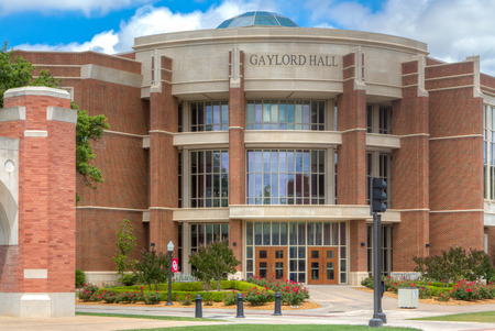 NORMAN, OKUSA - MAY 20, 2016:  Gaylord Hall on the campus of the University of Oklahoma. 新聞圖片