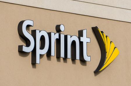 HUDSON, WI / Etats-Unis - 21 octobre 2016: magasin Sprint extérieur et logo. Sprint est une société holding États-Unis des télécommunications tproviding services sans fil et Internet. Banque d'images - 67801208