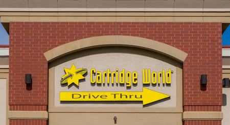 retailing: HUDSON, WIUSA - OCTOBER 21, 2016: Cartridge World exterior store and logo. Cartridge World is a business specialising in retailing ink and toner cartridges for domestic and commercial computer printers.