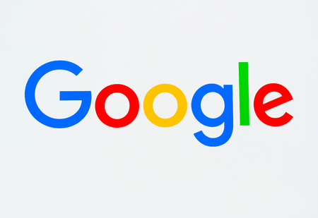 MOUNTAIN VIEW, CA/USA - JULY 30, 2017: Google corporate headquarters and logo. Google is an American multinational technology company that specializes in Internet-related services and products. 報道画像