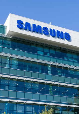 samsung: SANTA CLARA, CAUSA - JULY 29, 2017: Samsung Corporate facility and logo. Samsung s a South Korean multinational conglomerate.