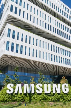 samsung: SANTA CLARA, CAUSA - JULY 30,  2017: Samsung Corporate facility and logo. Samsung s a South Korean multinational conglomerate.