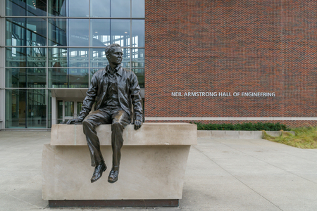 WEST LAFAYETTE, INUSA - OCTOBER 22, 2017: Bronze sculpture of Neil Armstrong before the Neil Armstrong Hall of Engineering on the campus of the Purdue University. Editöryel