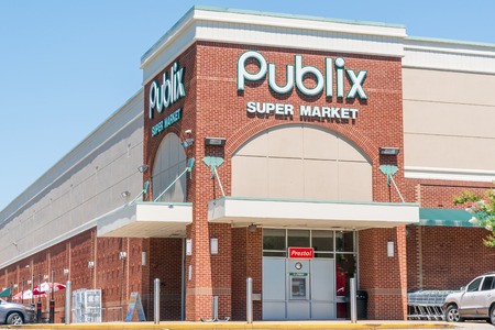 TUSCALOOSA, AL/USA - JUNE 6, 2018: Publix grocery store exterior and logo. Publix Super Markets, Inc. is a American supermarket chain.