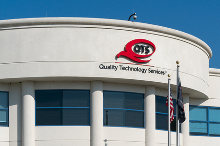 SANTA CLARA, CAUSA - OCTOBER 20, 2018: Quality Technology Services facility and trademark logo. Quality Technology Services, LLC operates data centers worldwide. Sajtókép