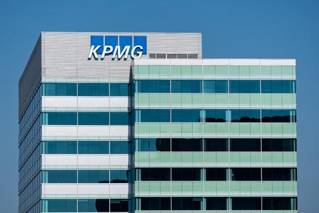 SANTA CLARA, CAUSA - OCTOBER 20, 2018: KPMG corporate facility and trademark logo. KPMG is a professional service company. Redakční