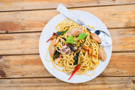 spagetti seafood spicy on wood table Archivio Fotografico