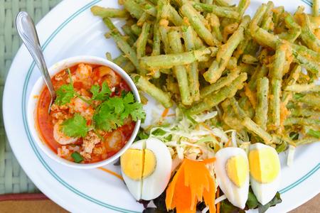 Thais eten op tafel