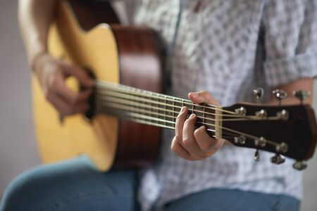 musician girl playing acoustic guitar Imagens