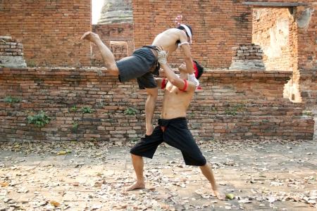 AYUTTHAYA - 18 février Fighters prendre part à une manifestation Muay Boran au Wat Worachet le 18 février 2013 à Ayutthaya, Thaïlande Muay Boran se réfère à Thai Kickboxing avant les règles modernes ont été introduites
