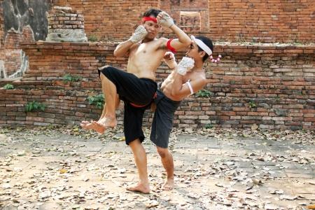 Ayutthaya - 18 février Fighters prendre part à une manifestation Boran Muay au Wat Worachet le 18 Février 2013 à Ayutthaya, Thaïlande Muay Boran se réfère à Thai kickboxing avant les règles modernes ont été introduites Banque d'images - 18369118